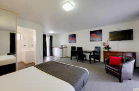 Deluxe Twins Share Suite at Frankston Motel