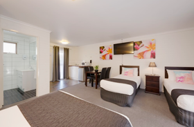 Family Suite with Double & 2 singles at Frankston Motel