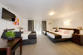 Large Family suite with Double & 3 singles at Frankston Motel